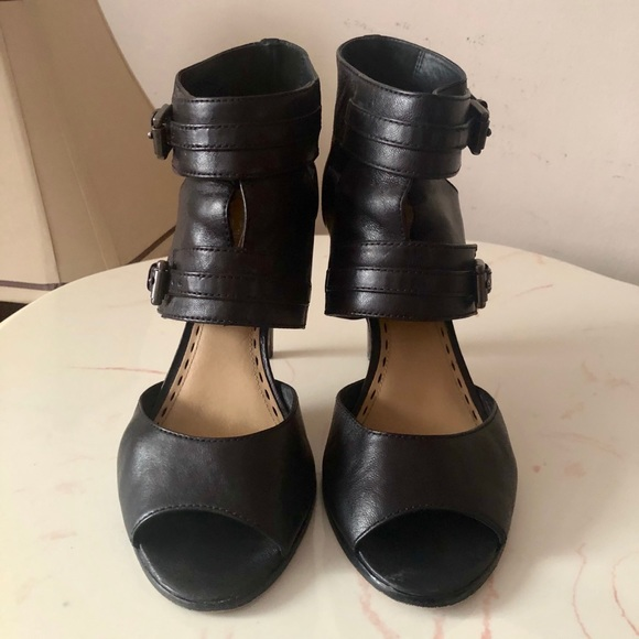 Woman's Coach Black Leather Heeled Sandals Size 9